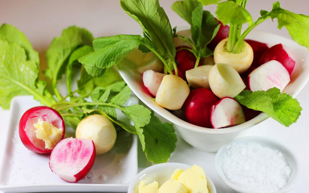 Fresh Red and White Radishes, the European Way…